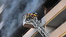 Elf Verletzte bei Karlsruhe: Zwei Menschen sterben bei Hochhausbrand