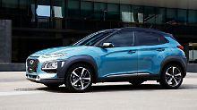 Mit sehr schmalen Scheinwerfern und einer recht dynamischen Seitenlinie lässt Hyundai sein kleinstes SUV vorfahren.