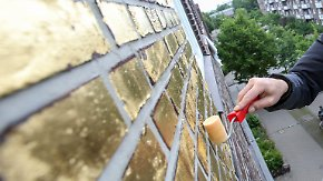 Kunst oder Geldverschwendung?: Hausfassade in Hamburg-Veddel wird komplett vergoldet