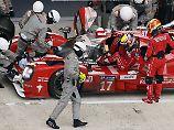 Bei gefühlten 32 Grad, muss alle 80 Minuten ein Fahrerwechsel erfolgen. So die neue Regel beim 24-Stunden-Rennen in Le Mans.