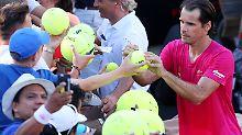 Tommy Haas kann zu seinem Karriereausklang nochmal über einen Sieg gegen seinen Freund Roger Federer jubeln.