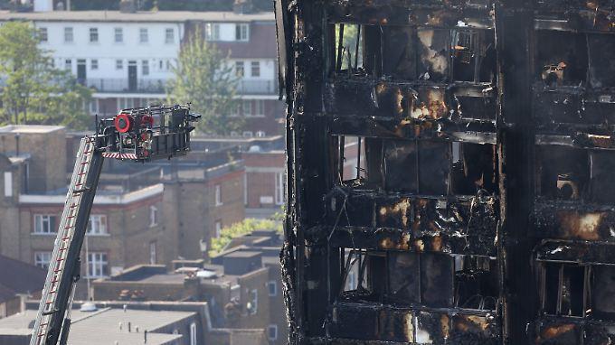 Kritik am Brandschutz im Grenfell-Tower: Bergungseinsatz wegen Einsturzgefahr unterbrochen