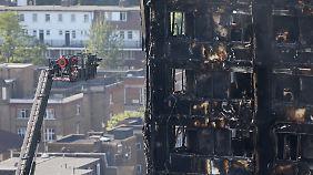 Bislang 17 Tote nach Hochhausbrand: Bergungseinsatz immer wieder wegen Einsturzgefahr unterbrochen