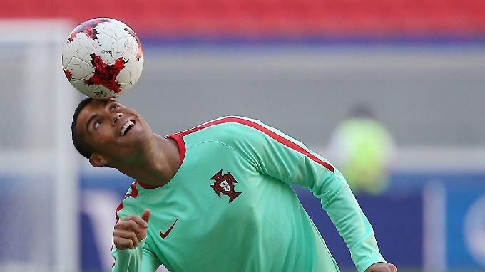 Sollte sich Cristiano Ronaldo tatsächlich einen neuen Arbeitgeber suchen, müsste der jede Menge Geld auf den Tisch legen.