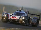 Porsche führt mit 14 Runden Vorsprung das Rennen an, dann stirbt der Motor.