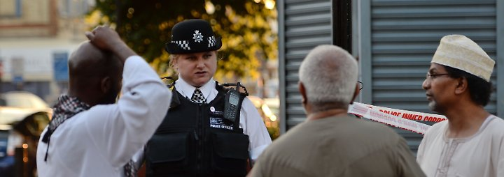 Video: Minivan rast vor Londoner Moschee in Menschenmenge