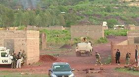 Das Hotel befand sich in einem Vorort von Bamako und soll vor allem bei ausländischen Gästen beliebt gewesen sein.