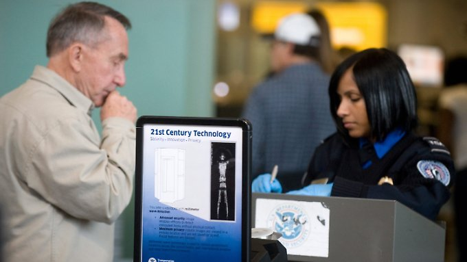 Scannen oder abtasten: Die Fluggäste in den Vereinigten Staaten haben die Wahl.