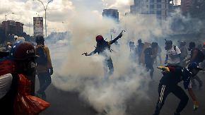"""""""Wonder Woman"""", Schulchaos, Tränengas: Venezuela rutscht immer tiefer in die Krise"""