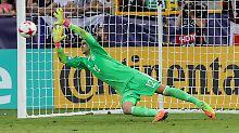 Julian Pollersbeck hält den entscheidenden Elfmeter - Deutschland steht im Finale.
