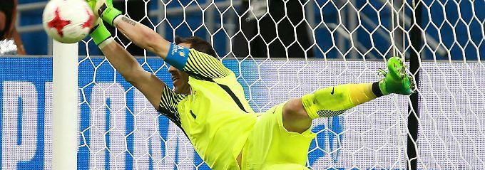 Claudio Bravo schaltet Portugal im Confed-Cup-Halbfinale im Alleingang aus.