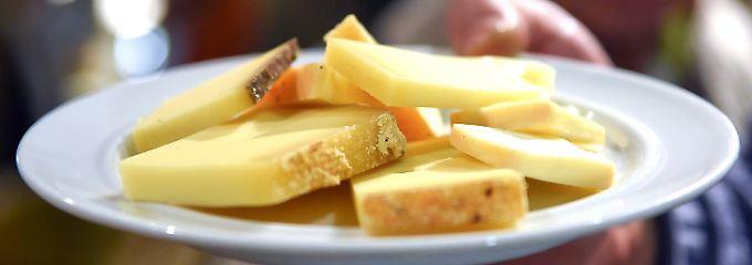 Frage & Antwort, Nr. 492: Kann Käse wirklich den Magen schließen?