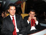 Keine Serviette zur Hand? Torsten Mattuschka hat Verwendung für seine Krawatte.