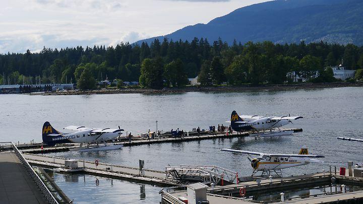 In der Nähe des Canada Place landen viele Floatplanes - dahinter zu sehen ist der Stanley Park.