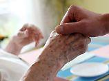 Gesundheitsatlas warnt: Wenn Pfleger zu Pflegefällen werden