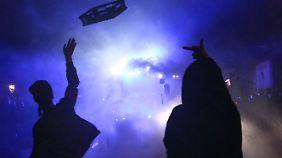 Bereits am Vorabend gab es etliche Zusammenstöße zwischen Polizei und Demonstranten.