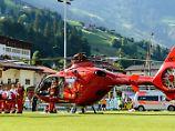 Die Hilfe kam rechtzeitig: Abdelhak Nouri wird ins Krankenhaus geflogen.