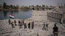 Dort, wo die Islamisten ihre letzte Bastion erbittert verteidigten, hissen Elitetruppen die irakische Flagge. Es beginnt der Kampf um West-Mossul.