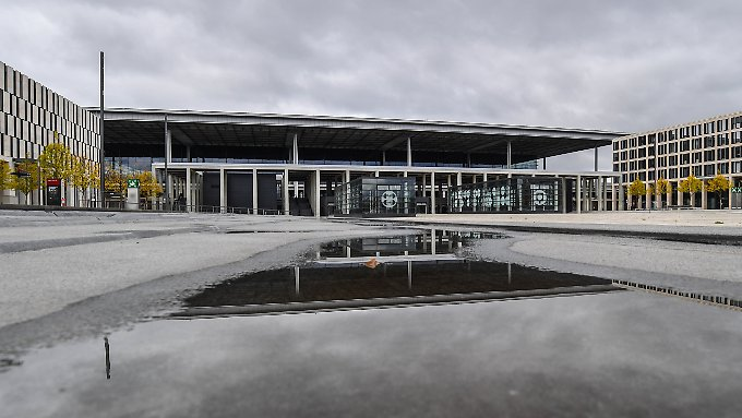 Das Terminalgebäude des BER - irgendwann sollen dort Passagiere abgefertigt werden.