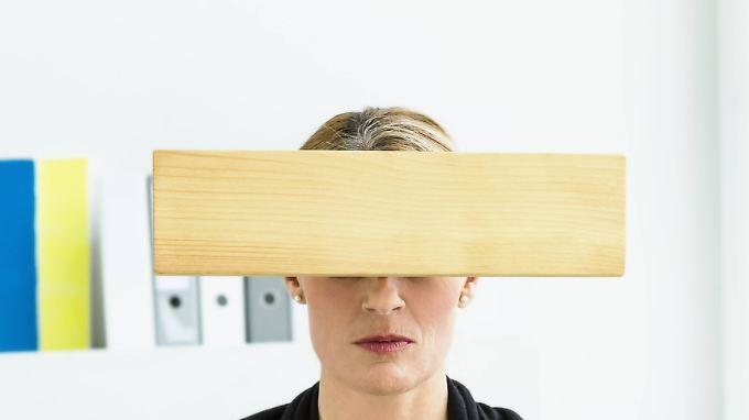 Auch ein suggeriertes Brett vor den Augen kann die Wahrnehmung stören.