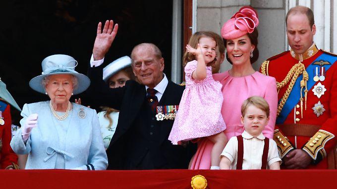 """Mit dem Namen von Prinz Philip ist der Nachname der heutigen Windsors zu """"Mountbatten-Windsor"""" geworden."""
