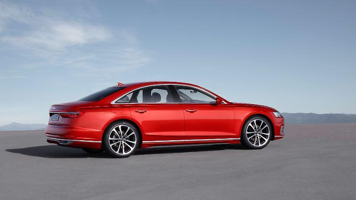 Sportliche Proportionen geben dem neuen Audi A8 einen entsprechenden Auftritt.