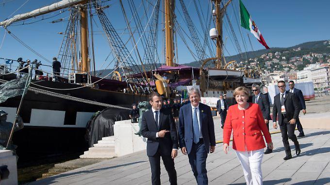 Macron, Gentiloni und Merkel trafen sich vor malerischer Kulisse in Triest.