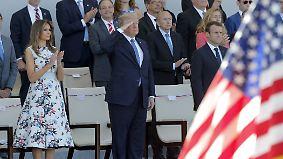 Militärparade zum Nationalfeiertag: Macron und Trump zeigen sich in Paris bester Laune