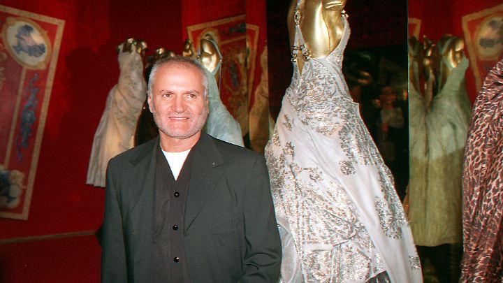 Gianni Versace veränderte mit seinen Designs die Modewelt.