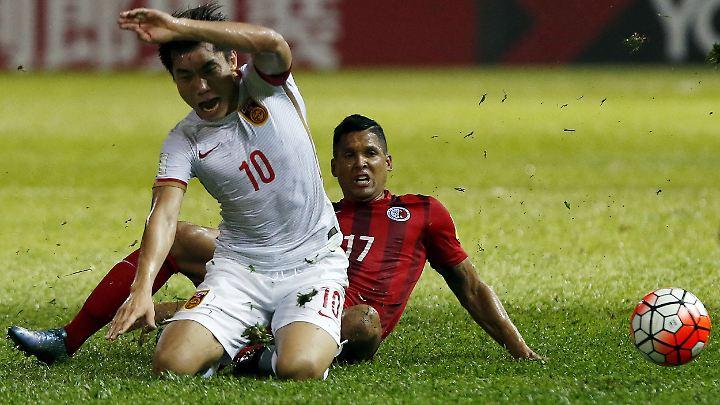 Den Transferwahnsinn im chinesischen Fußball hat die Regierung eiskalt abgegrätscht.