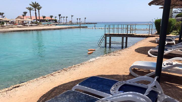 Schwer lastet die Terrorgefahr auf der ägyptischen Tourismus-Industrie: Noch sind die Hintergründe der Messer-Attacke vollkommen unklar.