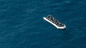 Flüchtlingsboot im Mittelmeer.