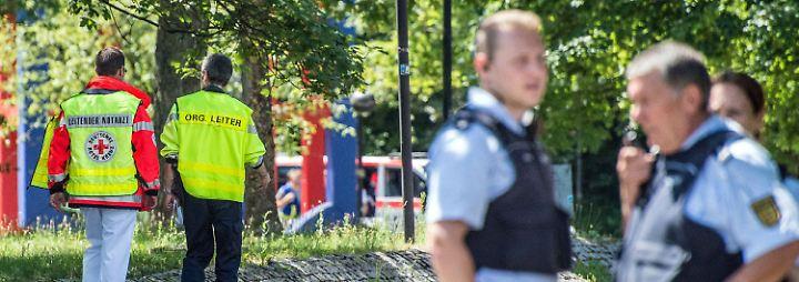 Verdächtiger weiterhin auf der Flucht: Bewaffneter Mann löst Amokalarm an Esslinger Schule aus