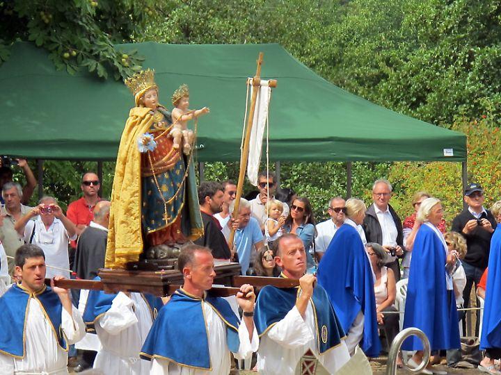 Prozession mit Marienstatue: Die Jungfrau Maria ist Schutzpatronin Korsikas.