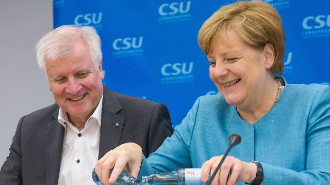 Von wegen Streit: Seehofer und Merkel im Juli 2017 bei einer Klausur der CSU-Landesgruppe im Kloster Banz bei Bad Staffelstein