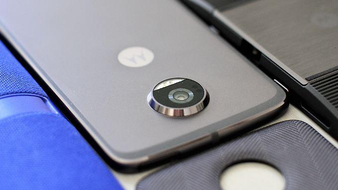 Moto Mods fügen sich nahtlos in die Smartphonenutzung ein.