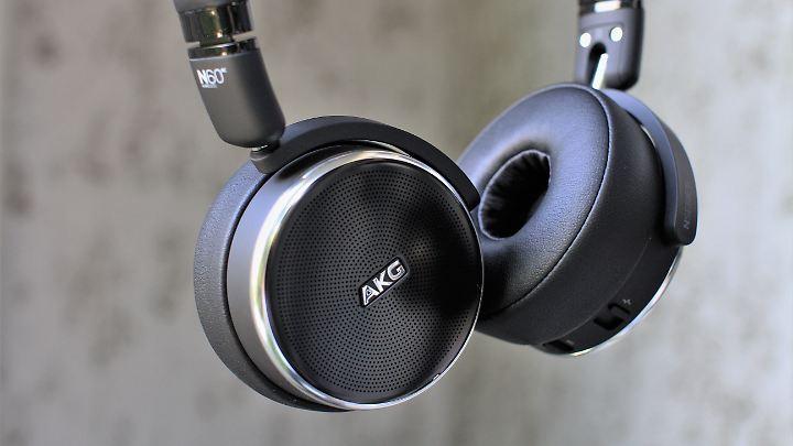 AKGs N60 NC klingt toll und sitzt gut.