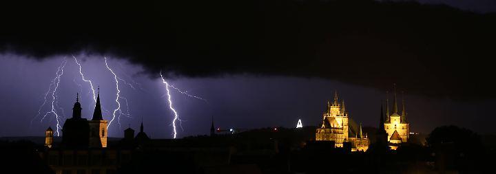 Baum erschlägt Frau: Unwetter wüten über Deutschland