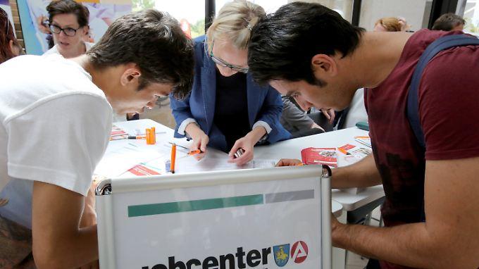 Die Verknüpfung von Deutschkursen und Praxiserfahrung funktioniert laut Jobcenter nach wie vor zu schlecht.