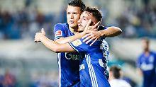 Friede, Freude, Eierkuche beim FC Schalke 04? Mitnichten! Donis Avdijaj (r.) erlebt das gerade selbst.