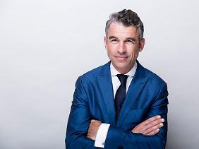Carsten Riehemann ist Geschäftsführender Gesellschafter bei der Vermögensverwaltung Albrecht, Kitta & Co. und seit Mitte der 90er Jahre als Vermögensverwalter und Vermögensberater für Unternehmer, Privatkunden und Stiftungen tätig.
