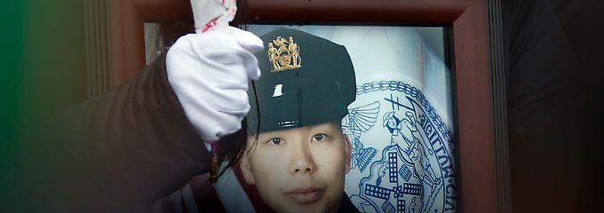 Liu auf der offiziellen Trauerfeier ihres Mannes im Januar 2015.