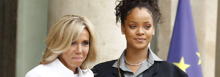 Werben für Bildungsinvestitionen: Rihanna reist im XXL-Look zu den Macrons