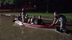 Überschwemmung in Wolfenbüttel: Anwohner müssen per Boot evakuiert werden