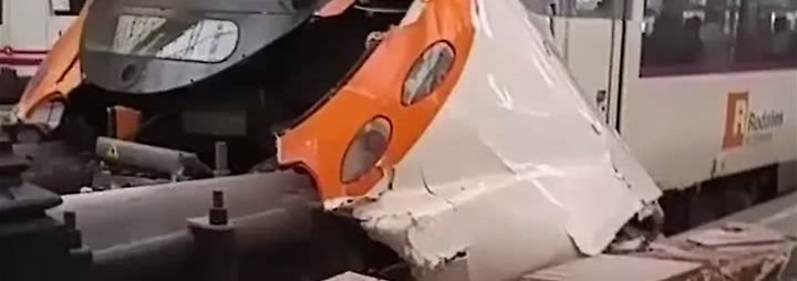 Viele Verletzte in Barcelona: S-Bahn kracht in Prellblock