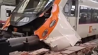 Viele Verletzte in Barcelona: S-Bahn kracht in Bremsblock