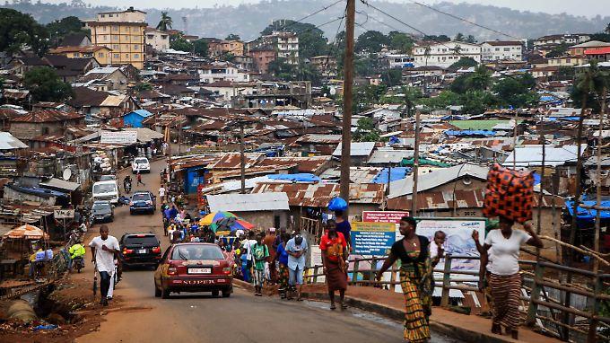 In der Hauptstadt von Sierra Leone, Freetown, sind Jogger am Straßenrand unerwünscht.