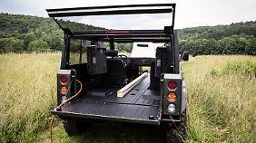 Da vorne kein Motor stört, lassen sich auch besonders lange Gegenstände bequem im Bollinger B1 transportieren.