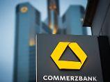 Stellenabbau kostet Millionen: Commerzbank rutscht tief in rote Zahlen