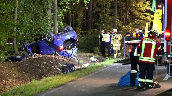 Schwerer Verkehrsunfall in Bayern: Feuerwehrmann findet sterbende Tochter im Wrack